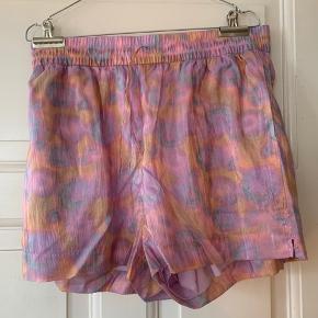 Shorts fra Other Stories. Brugt en enkelt gang.