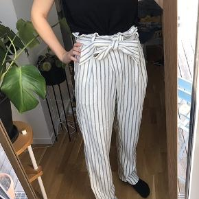 Fede bukser, som næsten ikke er brugt. Kan sagtens passe en s eller m.  Kom med et bud!😊