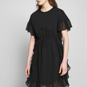 Rigtig flot kjole der også kan bruges vintermåneder med strømpebukser ..
