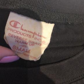 Sælger denne lækre champion sweatshirt, som kun er brugt 2 gange:)