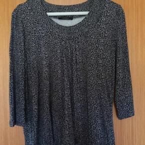 Super flot og meget lækker Mongul bluse i den kendte og populære model i fine farver. Str. L. Brugt meget lidt. Købspris kr. 399,- Giv gerne et bud på prisen :)