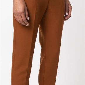 Varetype: Bukser Størrelse: It 44 (38) Farve: Camel  Fede bukser fra msgm  Farven beskrives bedst på foto 3  Kun brugt to gange  Nyrenset  Der er en mikroskopisk plet. Se foto 5  Sender med Dao