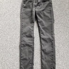 Benetton jeans str 130 Skinny stretch Elastik linning  Grå  Næsten som ny  Fra røgfrit og dyrefrit hjem