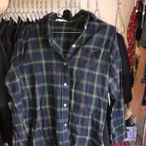 Skovmandsskjorte fra Moss Copenhagen. Brugt meget få gange. Gammel model, kan ikke fås mere.