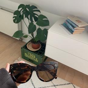 Maya solbriller 200kr