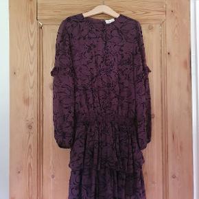 Flot pompdelux kjole str 140. GMB - i den meget pæne ende