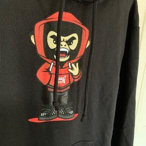 Sælger denne fede merch hoodie. Det er en del af Lil Pumps merch.   Aldrig brugt eller prøvet på.