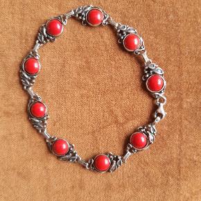 Sølv armbånd med rød koral