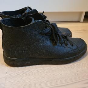 Super fine sko/støvler fra Sketchers med både lynlås og snørebånd. Nypris 700 kr