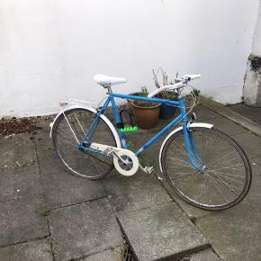 Flot og god cykel. Fungerer godt og er i klassisk stil Abus bøjlelås medfølger (værdi ca 300kr) Baghjul punkteret