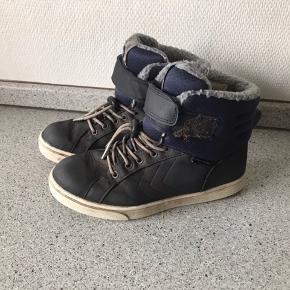 Hummel vinter sko Str 36 men de er meget små- passer str 34  Købt for små så sønnen ville ikke gå i dem. Brugt enkelte gange Ingen slid på bunden