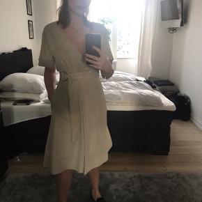 En rigtig fin slåom kjole fra Arket. Er kun brugt meget få gange og fremstår derfor som ny.