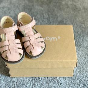 Pom Pom sandaler