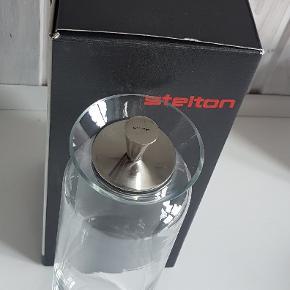 Fin Stelton kande med låg, 1 liter, sælges i original emballage.