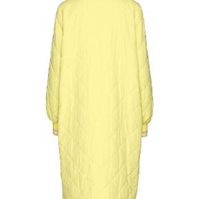 Den fedeste frakke fra Baum. Er varmere end man skulle tro- den er fin nu, over en striktrøje. Brugt max.5-6 gange!! Nypris 1800 kr.