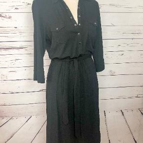 This dress has 3/4 length sleeves, snaps down the front and two pockets decorating the front. The belt is optional, as the dress looks great with and without.  96% viscose, 4% elastane.  Machine wash warm.