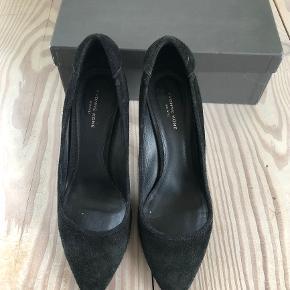 Yvonne Koné heels