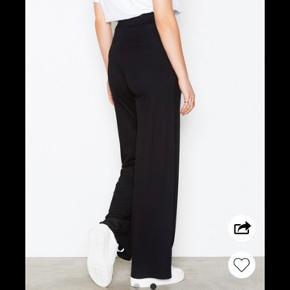 """Helt nye """"Basic wide pants"""" fra NLY trend. Aldrig brugt, stadig med prismærke"""