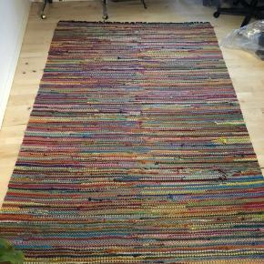 Fint stort kludetæppe   Måler 246 x 169 cm