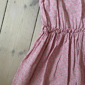 Smuk sommernederdel i rosa fra Copenhagen Luxe. Ny og aldrig brugt! 100% viskose. Størrelse L/XL (minder mest om en L/42)