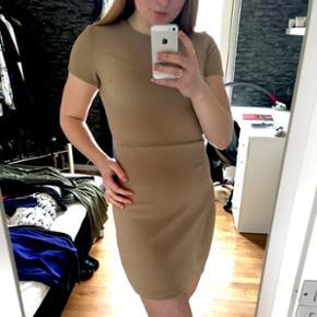 Lækker bodycon kjole, købt på ASOS, str. S, brugt en gang og i god stand, god til fest