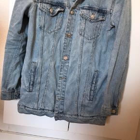 Cowboy jakke. Har slev købt den i genbrug. Byd