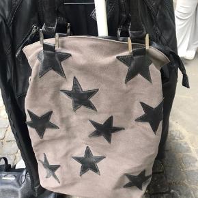 Super sød taske med stjerner.