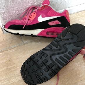 Nike Air Max. Str 36,5. Meget velholdte. Mp 80kr.
