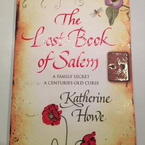 Engelsk bog, læst en enkelt gang  'The lost book og Salem' af Katherine Hove  Super fin stand!  Spørg gerne for flere billeder ☀️☀️🐝  Kom gerne med bud og tjek mine andre annoncer, sælger ud af en masse tøj, da det desværre er blevet for stort ✔️🙋🏼♀️ er altid klar på en hurtig handel ☺️