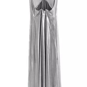 Sølv kjole med stropper. Perfekt til julefesten eller nytåret
