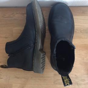 Super fine dr martens Chelsea støvler.  Mp: 500 kr Måler 23 cm  Prisen er fast.