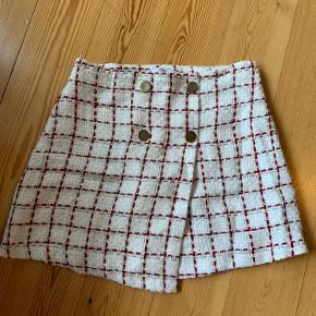 Nederdel fra Mango. Brugt få gange. Lille i størrelsen :-)
