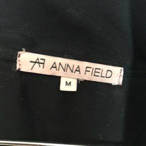 Sælger denne Anna field t shit/nat trøje Har også bukserne til salg hvis nogle var intra i at købe sættet   Byd er altid velkommen