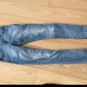 Lyse skinny jeans. Meget pæn stand.