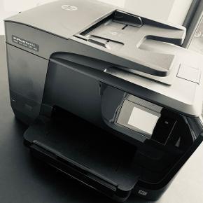 Næsten Ny printer, kun brugt 4md. Nu på kontoret derfor sælges denne.. Ingen kvittering men laver gerne en slutseddel på den..