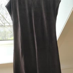 Varetype: Lækker kjole Farve: Se billeder Prisen angivet er inklusiv forsendelse.