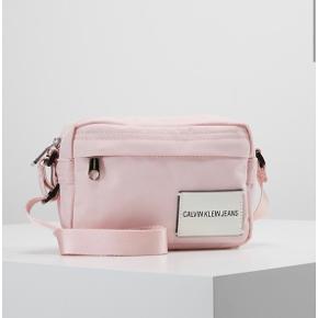 Lyserød Calvin Klein taske Aldrig brugt  Byd