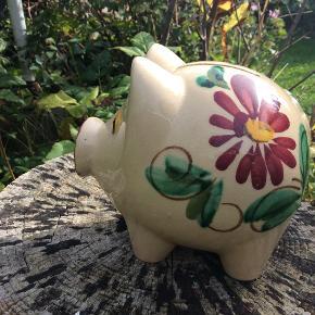 Lille hak i smukkeste unikke retro grise-tryne, pris er sat derefter. måler 14/13/10. Giver mængderabat.