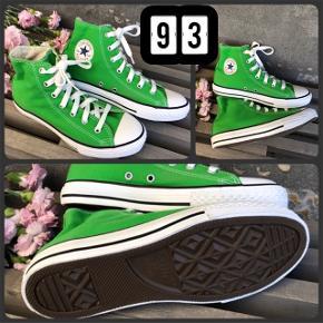 (93) Superfede unisex sneakers i grøn str. 35  fra CONVERSE - som NYE, tror faktisk ikke de har været på.  Indvendigt mål ~ 22 cm  Byd :-)  ** SE OGSÅ MINE ANDRE ANNONCER ***