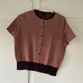 Sød kortærmet sweater fra COS, svarer til en str. S