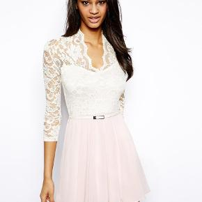 John Zack Skater Dress With Lace Bodice & Belt - Cream/pink / UK 10 Dress By John Zack Made from a breathable woven fabric blend Sweetheart bodice Lace overlay Pin buckle belt Fluid skirt with gentle pleating Regular fit