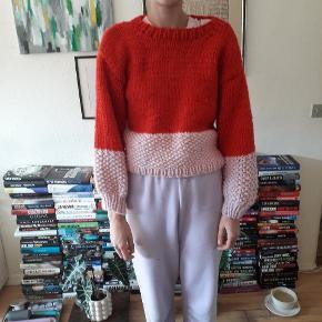 Sweater strikket af mig.  Den er 48cm i længden og ærmerne er 44cm.  Prisen er fast og uden porto