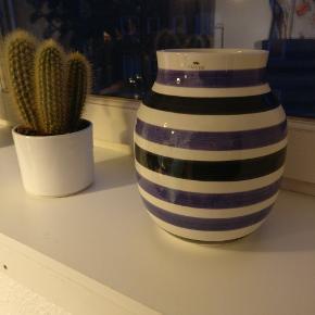 Fin vase fra Kähler, der desværre er blevet overflødig i vores lille hjem og derfor mangler en ny ejer