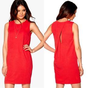 Ichi kjole i str. S, aldrig brugt. Kan sendes med DAO mod køber betaler portoen.