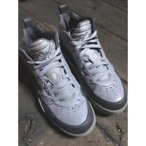 Jordan sneakers Unisex Kun brugt få gange Købt i New York og fås ikke herhjemme Str. 40 (passer også 39,5 - 25cm) Nypris: 1200kr  Kan hentes på Østerbro