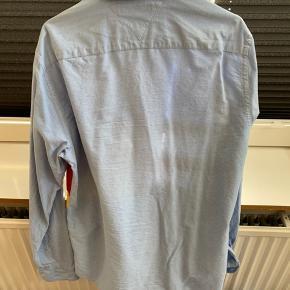 Brugt en gang! Tommy Hilfiger skjorte med signal flag på maven.