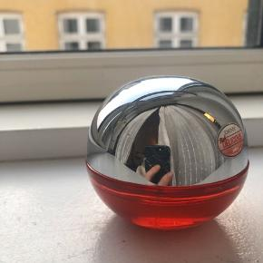 """DKNY """"red delicious"""" æble parfume"""