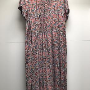 Vasket men aldrig brugt Smukmaxi kjole Nypris 699