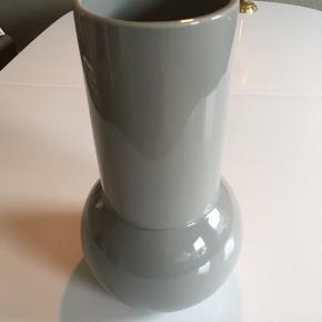 Vase, evt gulvvase....højde: 31 cm, diameter (foroven): 11 cm.
