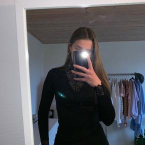 Super fin trøje fra YAS, bare et fejlkøb fra min side da det ikke rigtig er mig Ingen tegn på slid eller lign. Køber betaler fragt